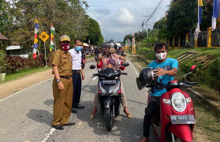 "DINAS BINA MARGA DAN SUMBER DAYA AIR KABUPATEN SANGGAU MELAKSANAKAN ""GEBRAK"" MASKER SE INDONESIA"